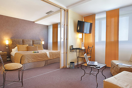 93527 france best western room